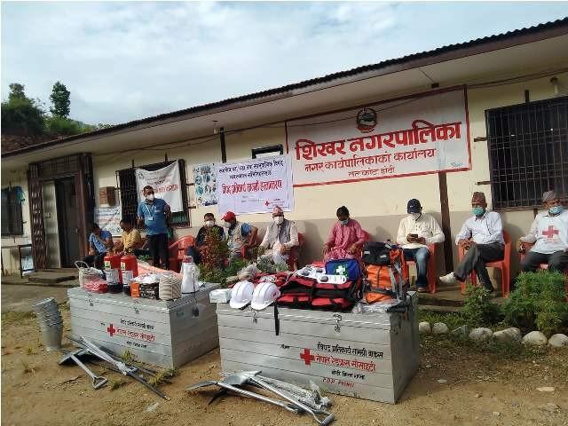 नेपाल रेडक्रस सोसाइटी डोटी शाखाद्धारा पुर्ब तयारी सामाग्री हस्तान्तरण