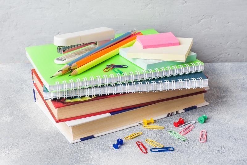 ८५१ जना बालबालिका लाई स्व अध्ययन सामग्री वितरण