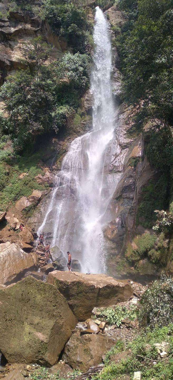 कलेना भाेगरे खाेला ईन्द्रेणी झरनामा पर्यटककाे संख्यामा बृद्वी